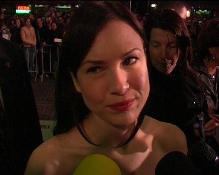 Renée voor de camera van FOK!-tv