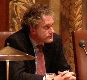 Minister De Graaf gisteravond tijdens de stemming in de Eerste Kamer