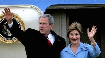 George en Laura Bush verlaten Nederland