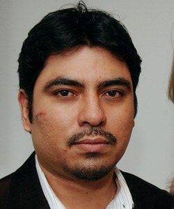 Nestor Estrada (met snee) wil 11 miljoen dollar