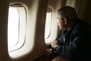 George Bush in de Air Force One