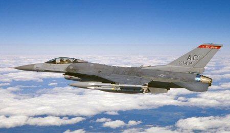 Een F-16 jachtvliegtuig