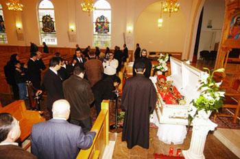 Publiek neemt afscheid van bisschop Çiçek