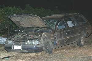 De auto werd ernstig beschadigd achtergelaten