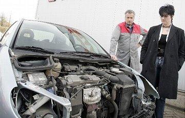 Peugeot 206 gestript door onverlaten