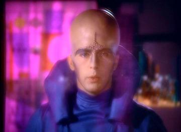 Een buitenaards wezen uit de science fictionserie Space 1999