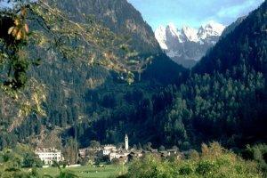 Het Zwitserse plaatsje Bondo. Foto: touringcarchauffeur.info
