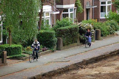 Néé, niet over de stoep fietsen!