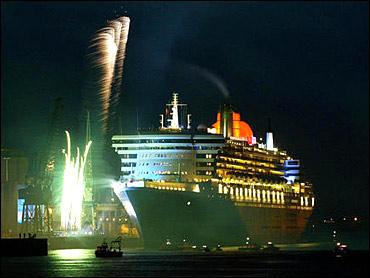 De Queen Mary 2 vlak voor vertrek.