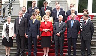 Het kabinet Balkenende-2 op het bordes