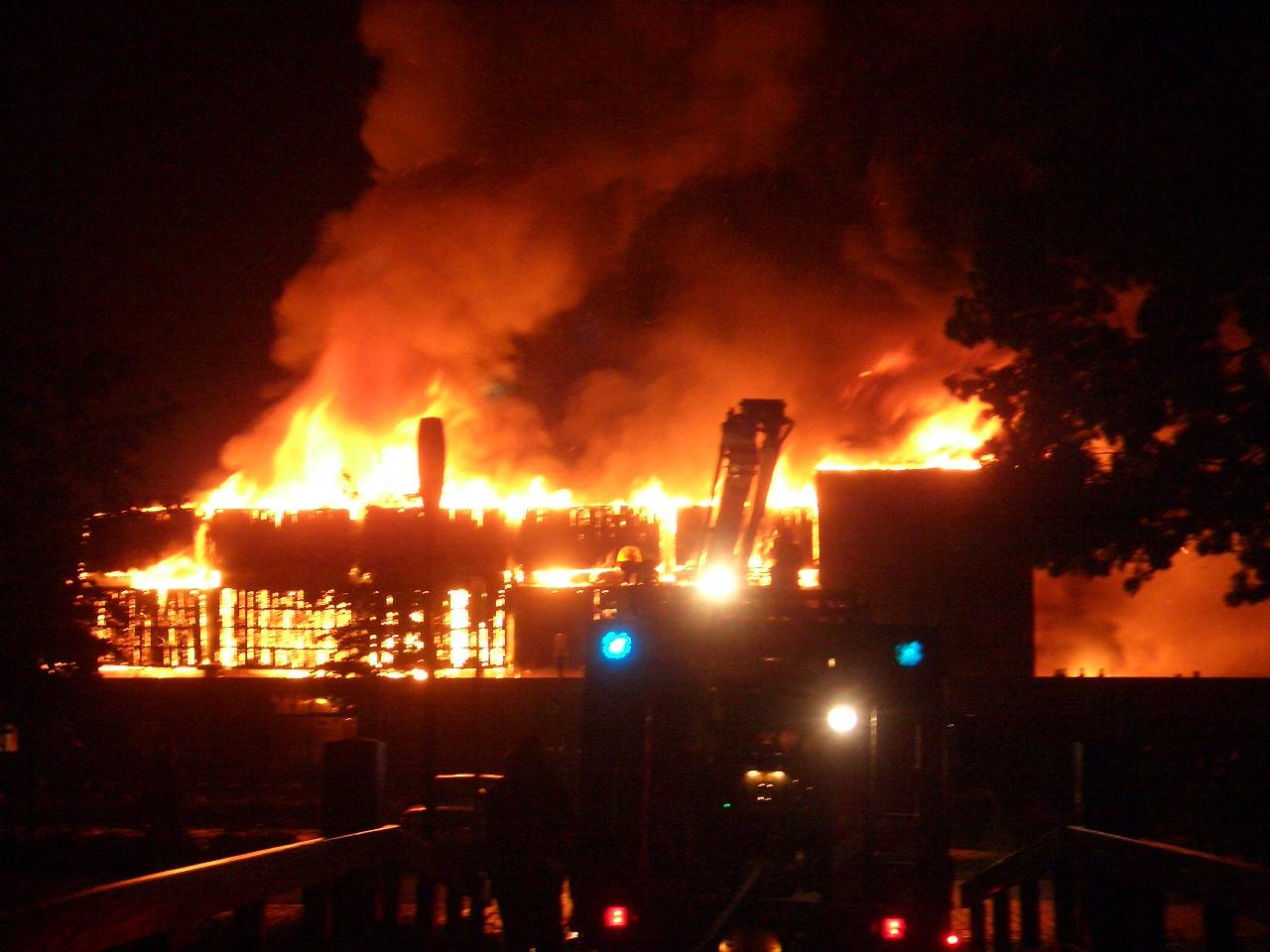 brand in kampen verwoest sporthal