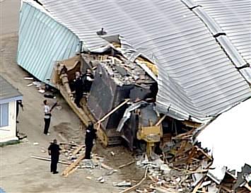 Bulldozer richt verwoestingen aan in Granby, Colorado