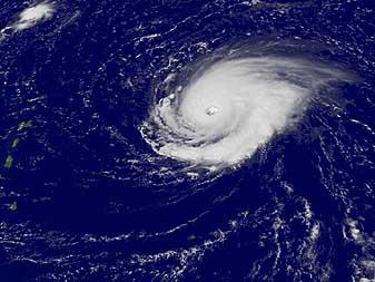 Orkaan Frances ontwikkelt zich boven de Atlantische Oceaan